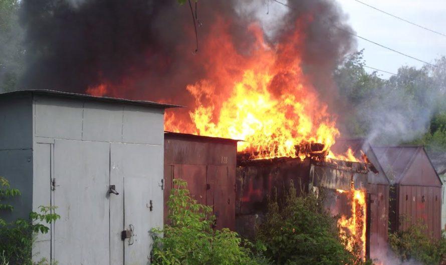 В Бугуруслане ночью горел гараж