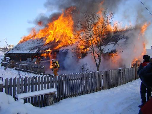 Бушует огненная стихия