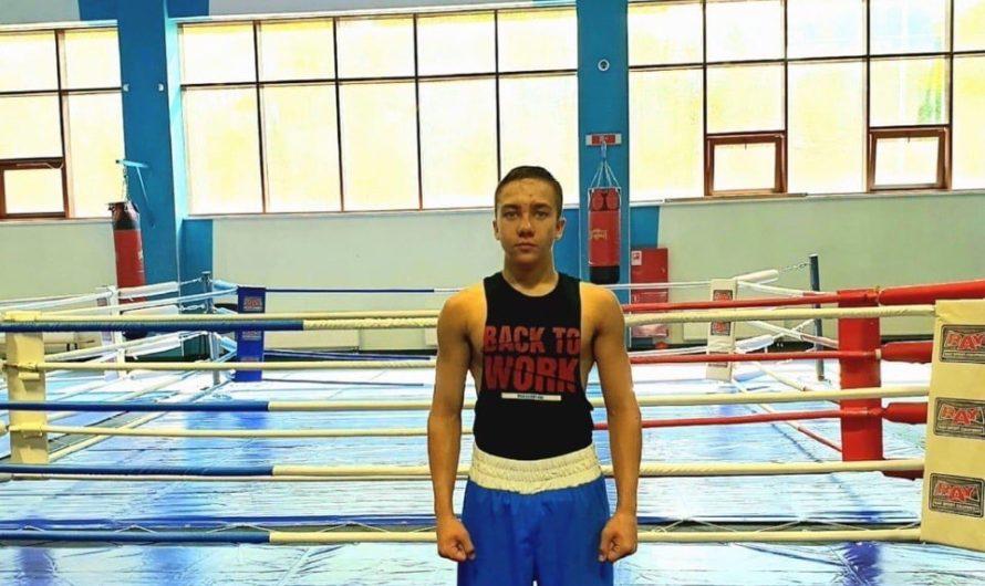 Золотой боксёр