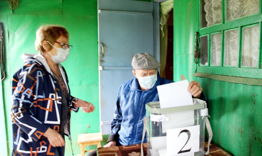В Бугурусланском районе на дому проголосовал ветеран ВОВ